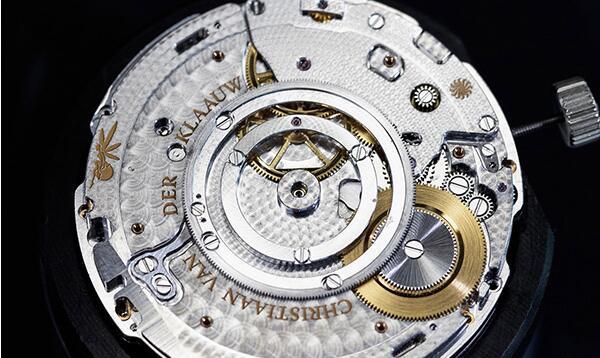北京梵克雅宝手表VCARO8R600回收价格多少钱?