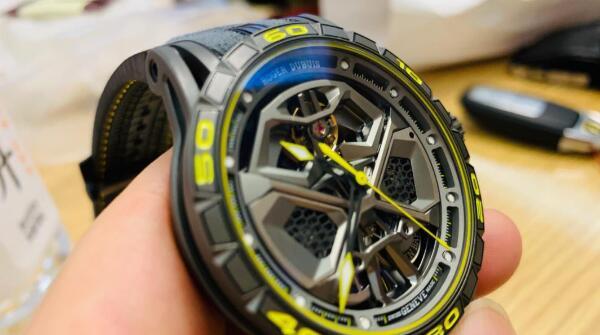 济南哪里回收二手罗杰杜彼手表?一般名表回收价格几折?