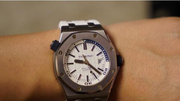 济南哪里有回收爱彼手表的店?二手回收行情怎么样