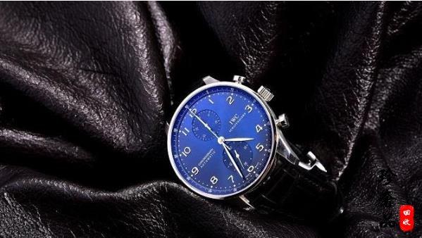 购买机械手表好还是石英腕表更好