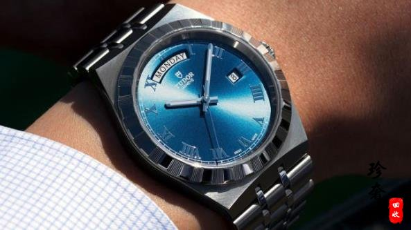 帝舵蓝色元素手表是什么样的
