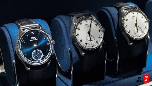 女生应该买石英手表好还是机械手表